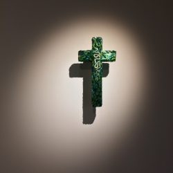 """Cross for the Garden of Delight"", 2013, Murano glass, skeleton of a snake"